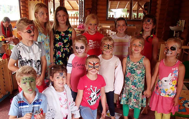 Face-painting - group