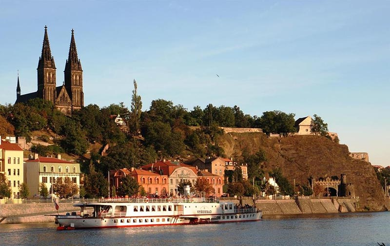9 - Vyšehrad - historical fortification on the cliff above the Vltava river (19 km)