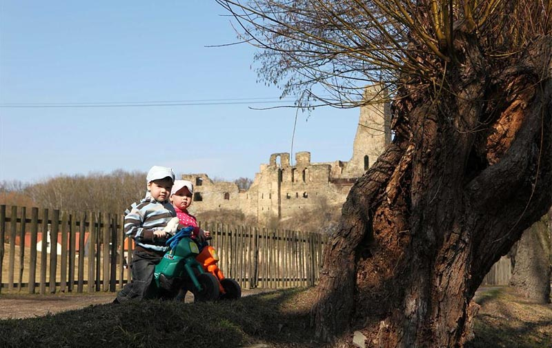 56 - Around the Okoř ruins - visit the ruins of the castle and walk through the picturesque surrounding countryside (39 km)